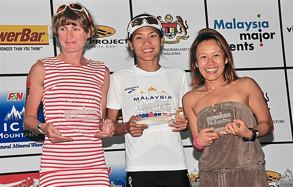 The champions from the women's 25-39 category (from left) Carole Fuchs, Elvia Suryadi and Mandy Tik with their trophies.