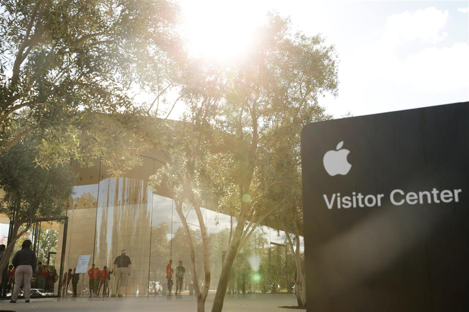 The new Apple Visitor Center is seen in Cupertino, California, U.S., November 17, 2017. REUTERS/Elijah Nouvelage