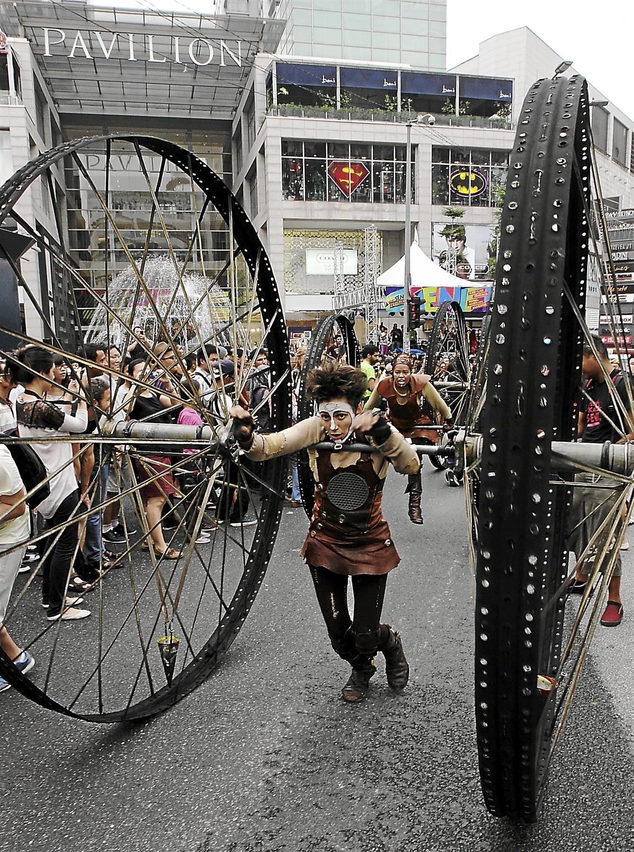 The Kakiseni Arts Festival is a 10-day festival packed with free shows, art installations, forums and workshops, the result of over two years of hard work. Here, the En La Lona troupe from Argentina wheels its way along Jalan Bukit Bintang as part of  the 2013 festival's street parade.