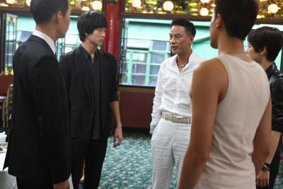 <i>The Thieves</i> stars Kim Soo-Hyun (second from left) and Simon Yam (third from left).