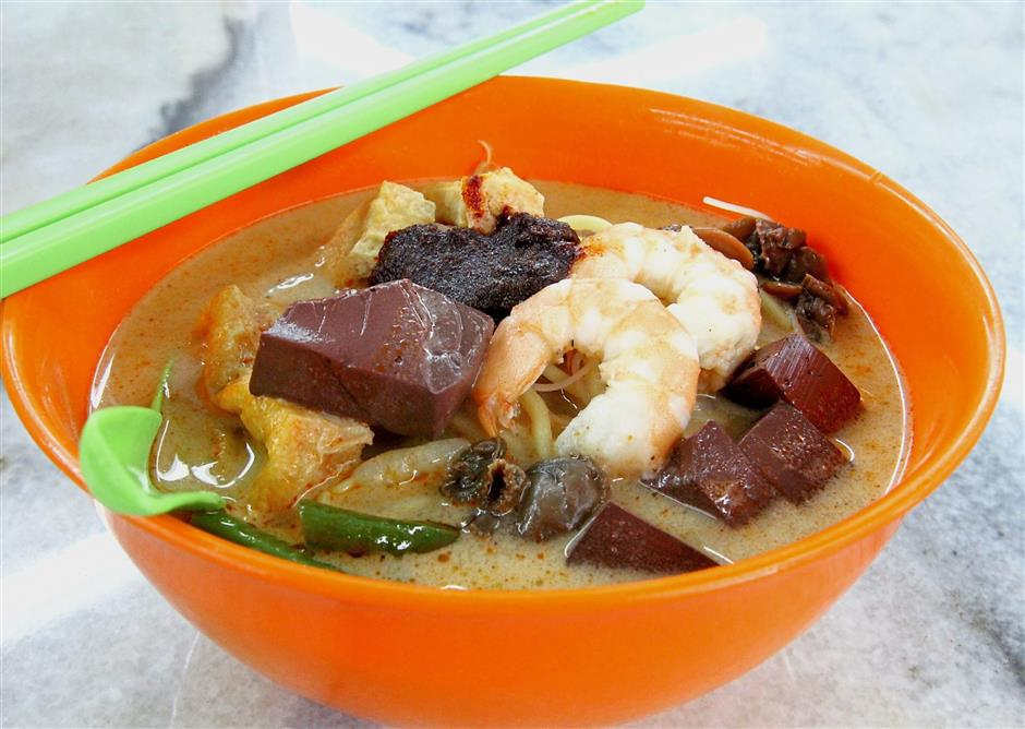 Diners hankering for a taste of authentic Penang white curry noodles can head to Lek Seng Kopitiam in Section 19, Petaling Jaya. — Photos: SAM THAM/The Star