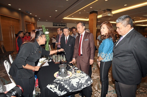 (From right) Iskandar Mirza, Jeanette, Ahmad Shah and Tan visiting booths at the networking session held in conjunction with the MOU.