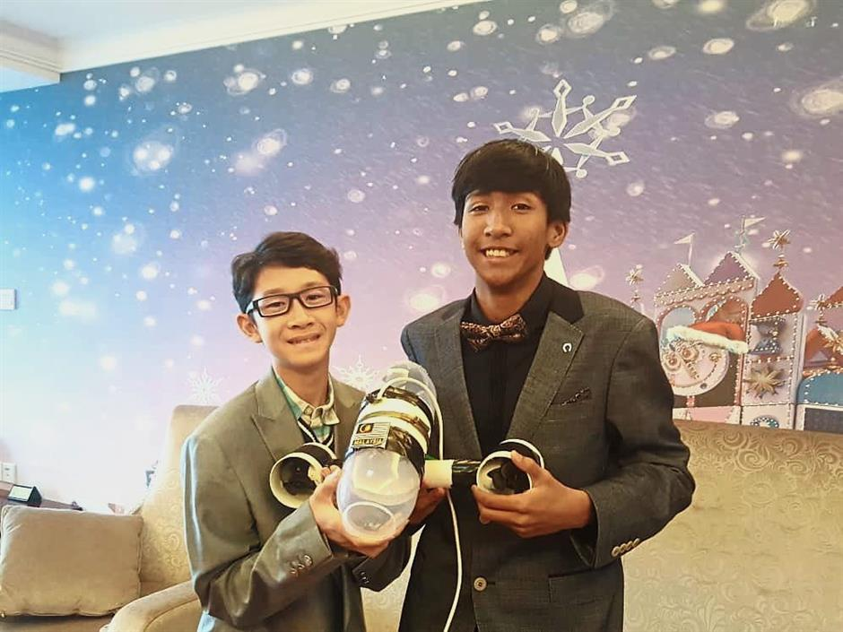 From left: Zhen Huey and Iqmilhaqeem Fakhrurazi teamed up to bag the merit award for their project titled Subnautica.