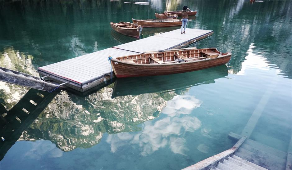 FILED - The Lago di Braies lake in Italy\'s South Tyrolean Alps has become a place of pilgrimage for Instagrammers. Photo: Kay Nietfeld/dpa Photo: Kay Nietfeld/dpa