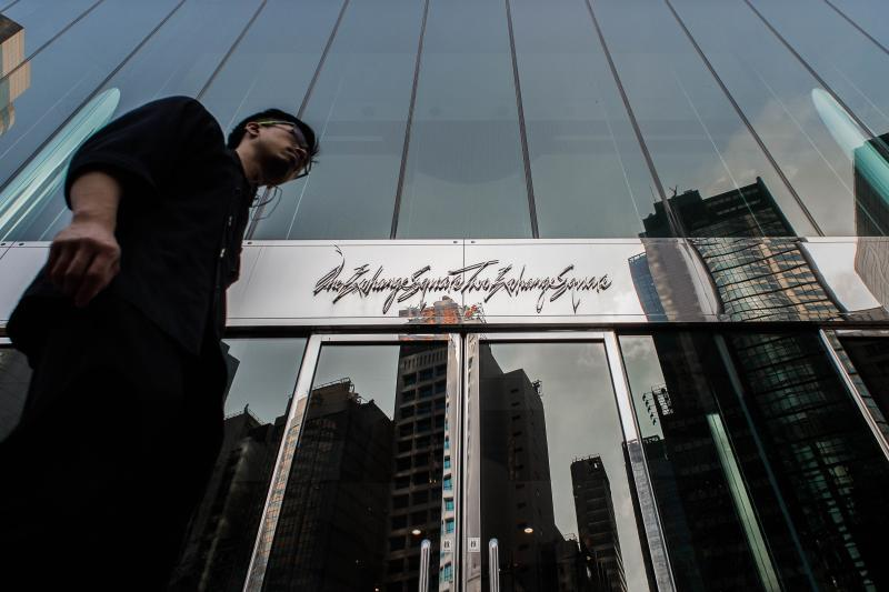 A man walks past the stock exchange building in the financial district of Hong Kong on Nov 10, 2014. A trading link between HK and Shanghai\'s stock exchanges will start on Nov 17 after weeks of delays, the HK exchange announced on Nov 10, in a move that is expected to lead to billions of dollars in daily transactions - AFP Photo.