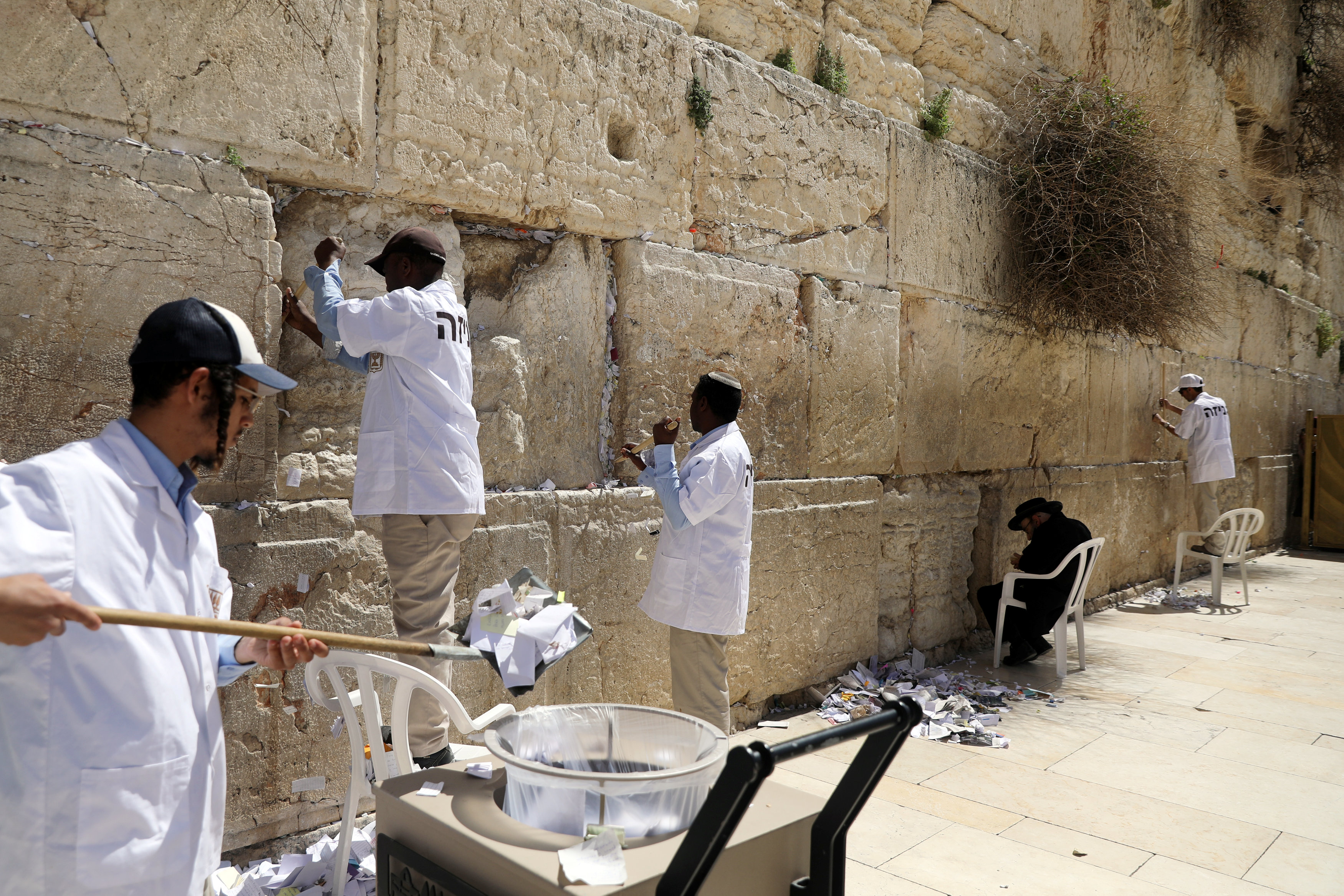 Spring cleaning for Western Wall's notes to God | The Star