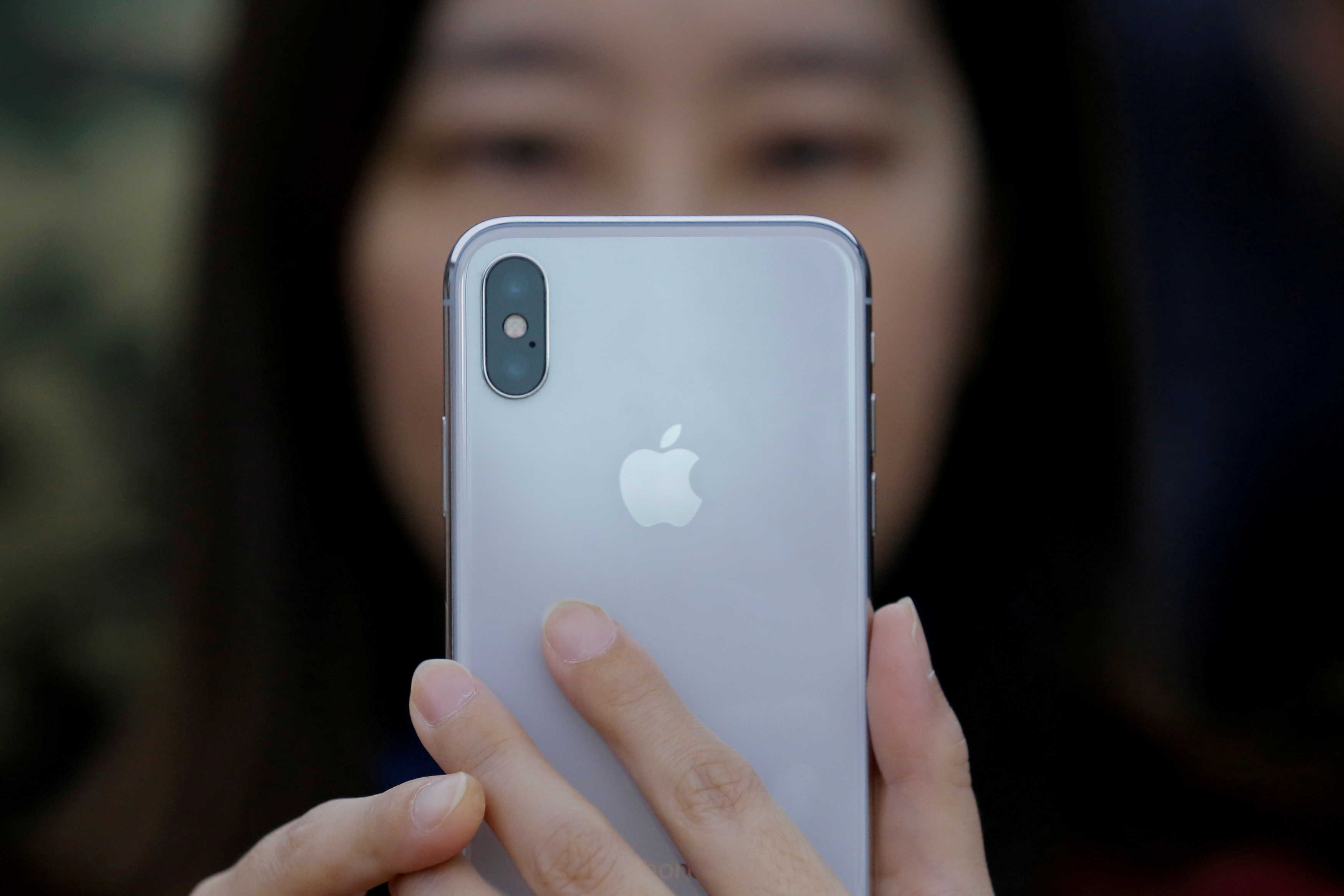 Chinese online retailers slash iPhone prices for second time