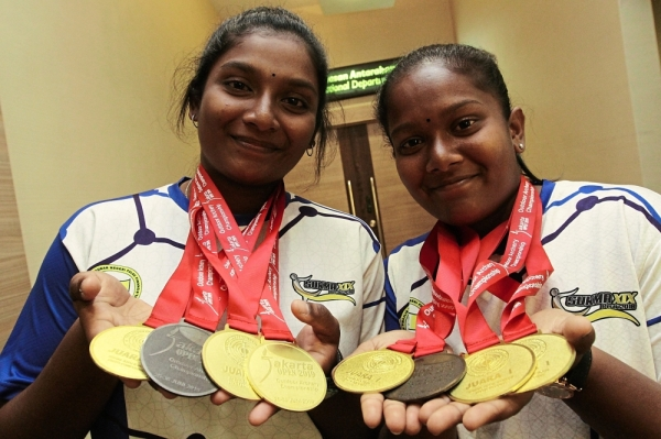 Pritiswary (left) and Priyaswary showing their medals won at the Jakarta Open Outdoor Archery Championship.