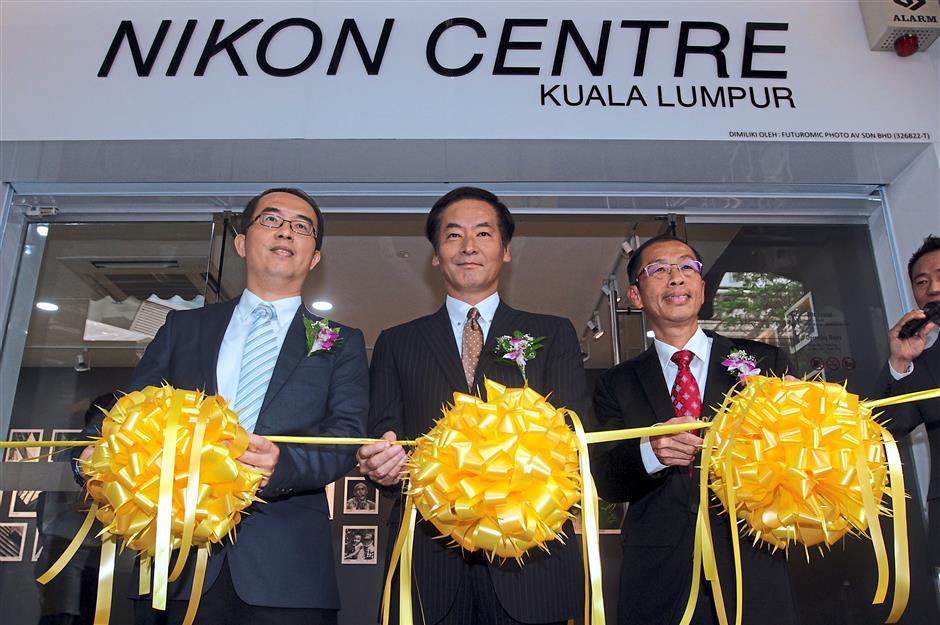 (From left) Ng, Yamaguchi, and Lai launching the new Nikon centre at Federal Arcade Kuala Lumpur.
