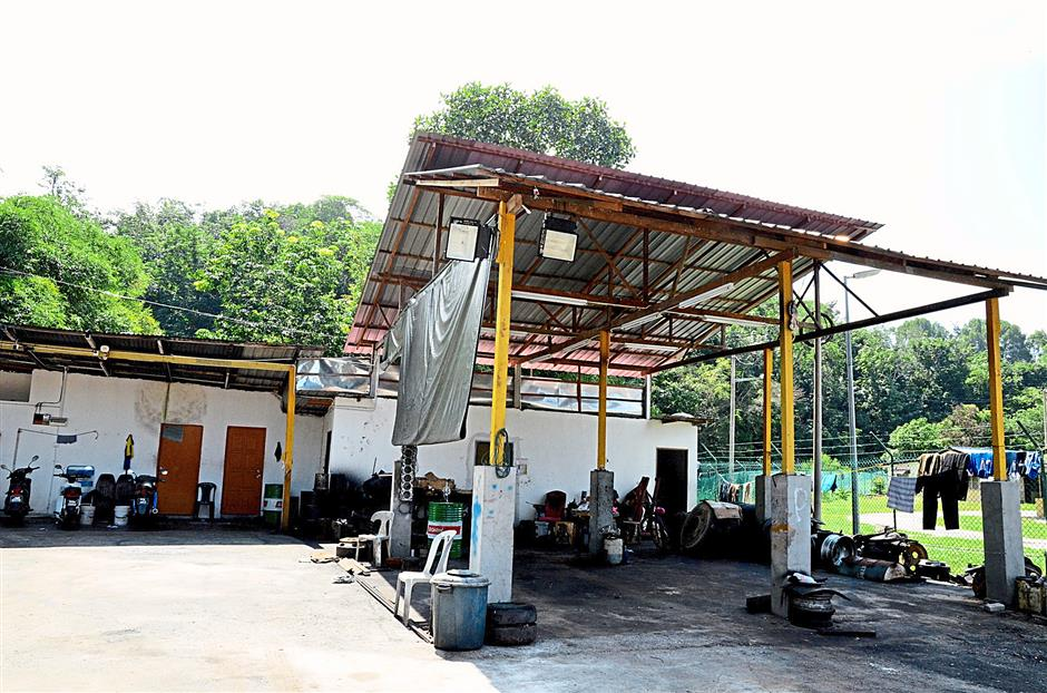 An interior shot of the cleaning station run by a council-contracted waste-collector, where Sungai Kubu runs right behind.