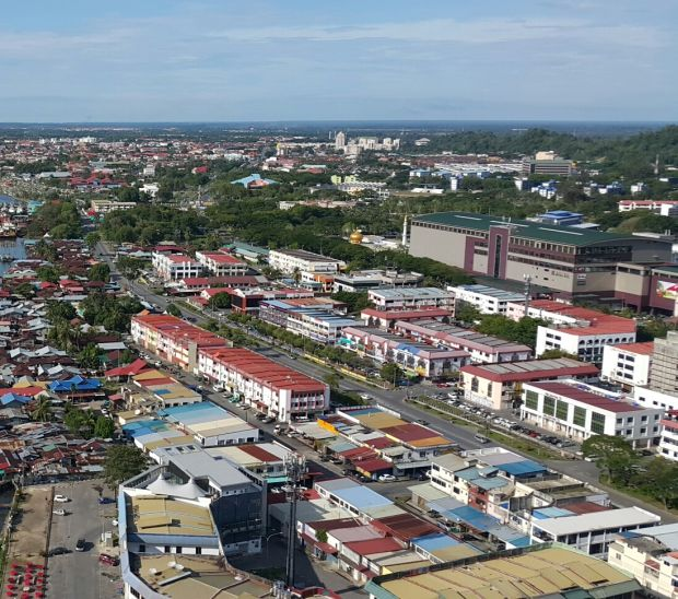 Sarawak United Peoples Party (SUPP) in Miri city consolidating two big sub-branches into one centre as preparation for state elections pick up pace. Starpic by Stephen.