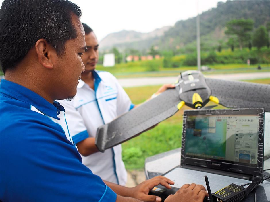 Programmable: The UAV has to be programmed with the flight path, and sometimes needs to be adjusted on the site because of obstruction from both natural and man-made elements, such as wind speed, temperature and also buildings and lamp posts.