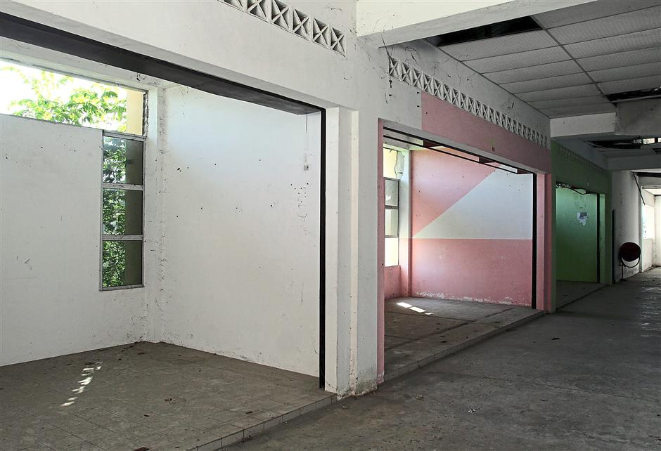 Unoccupied: The rows of vacant lots found on the first floor of the three-storey Chemor Market.