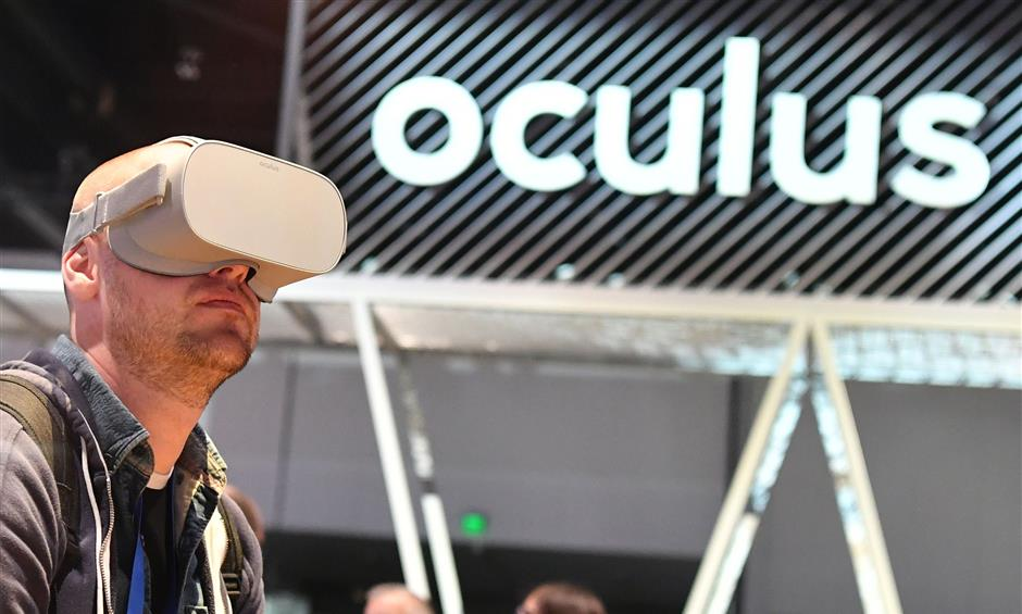 People try out the new Oculus Go during the annual F8 summit at the San Jose McEnery Convention Center in San Jose, California on May 1, 2018. Facebook chief Mark Zuckerberg announced the world\'s largest social network will soon include a new dating feature -- while vowing to make privacy protection its top priority in the wake of the Cambridge Analytica scandal. / AFP PHOTO / JOSH EDELSON