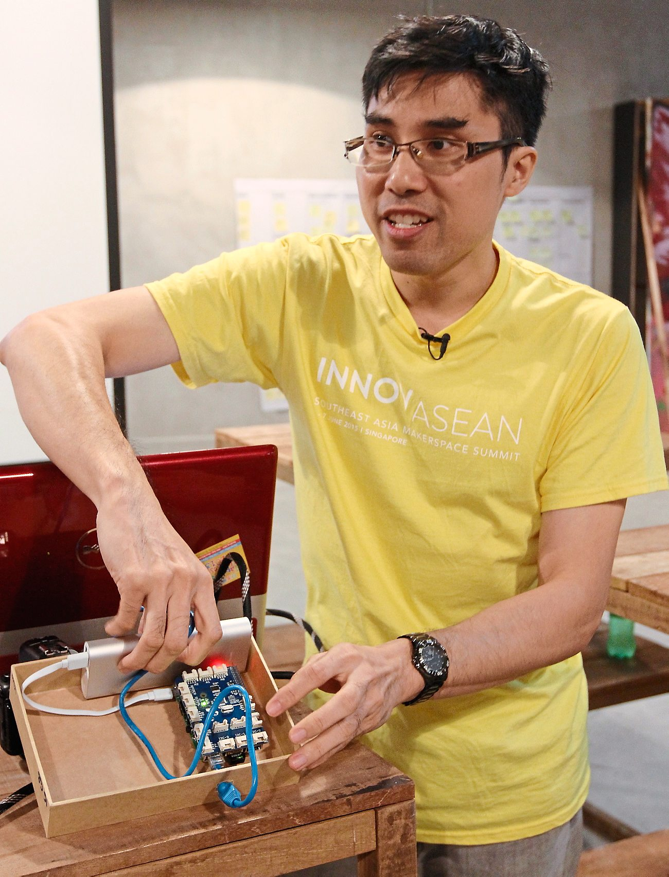 EMBEDDED TECH EVANGELIST: Adrian Lai,  enthusing on the possibilities of the Raspberry Pi and sensors at the Makespace.