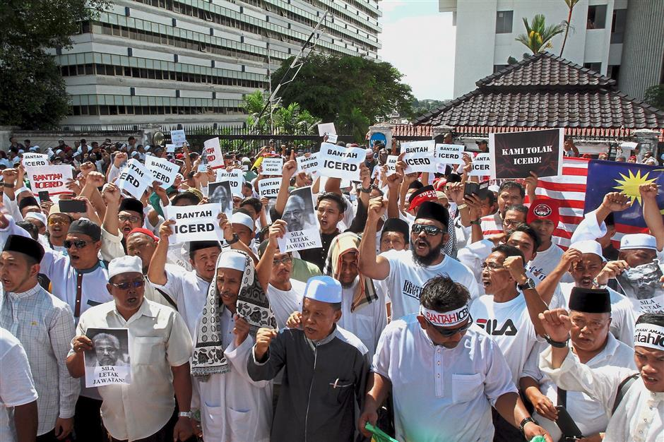 Unhappy crowd: Some of the anti-ICERD protesters gathering outside Wisma Negri in Seremban.