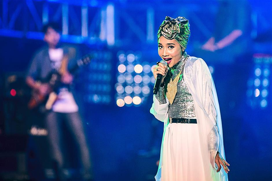 Showcase: Yuna enticed with soulful, renditions on the MTV World Stage 2014, including Mountains, Lelaki and Dan Sebanarya.