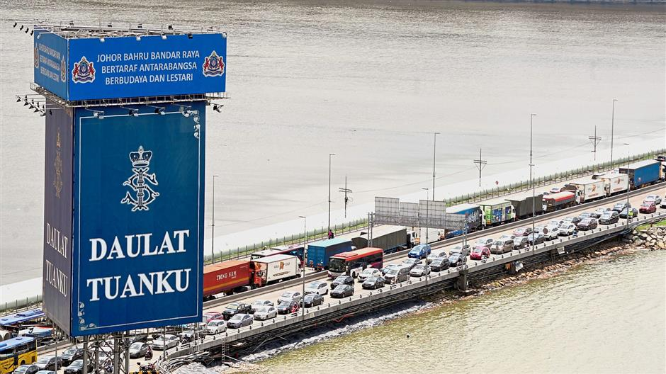 Hurdle to cross: Despite the heavy traffic congestion on the Causeway, many Malaysians will not be a deterred from exercising their right to vote.
