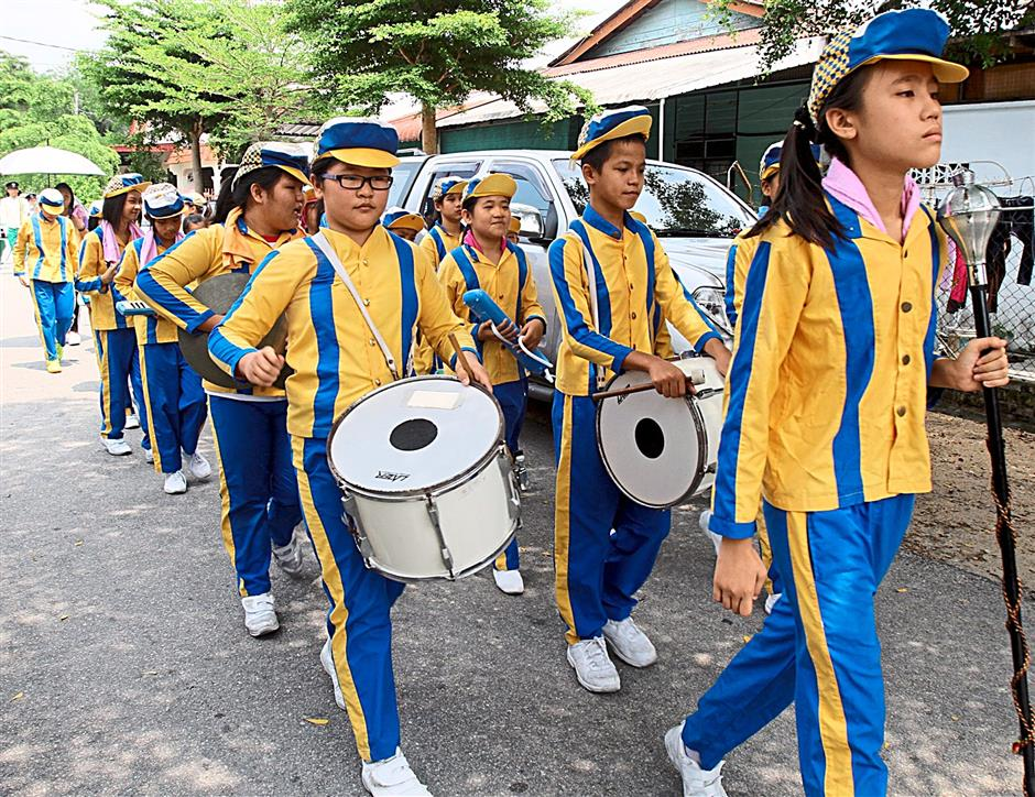 SJKC Khuen Hean Ayer Tawar school band taking part in the funeral procession.