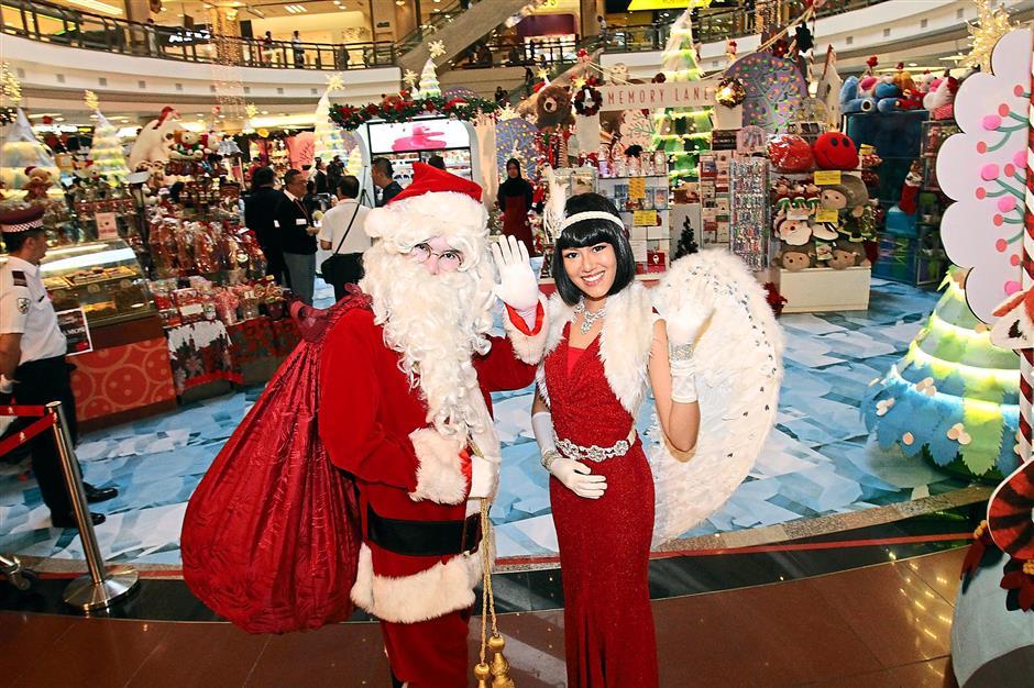 1 Utamas Christmas Launch 2014  on December 3,  2014.ROHAIZAT MD DARUS/STAR.