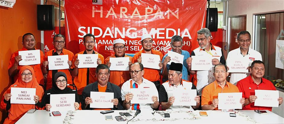 By the numbers: Mohamad (seated, third from left) together with Amanah Selangor chief Izham Hashim (fourth from left) after announcing Amanah candidates for Selangor in Shah Alam.