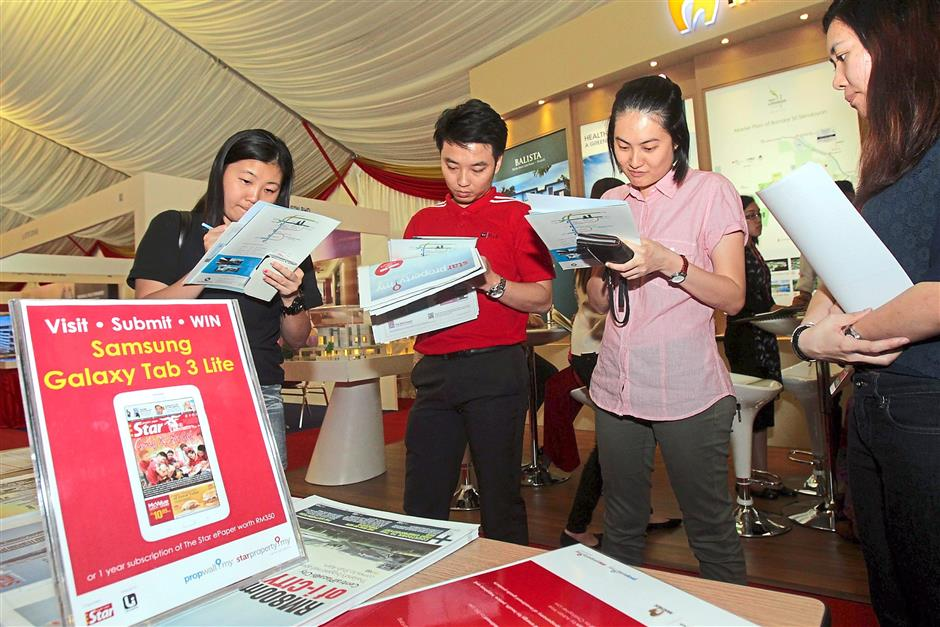 Lottery: Visitors registering upon entry to the fair for a chance to win a Samsung Galaxie Tab 3 Lite during the fair.