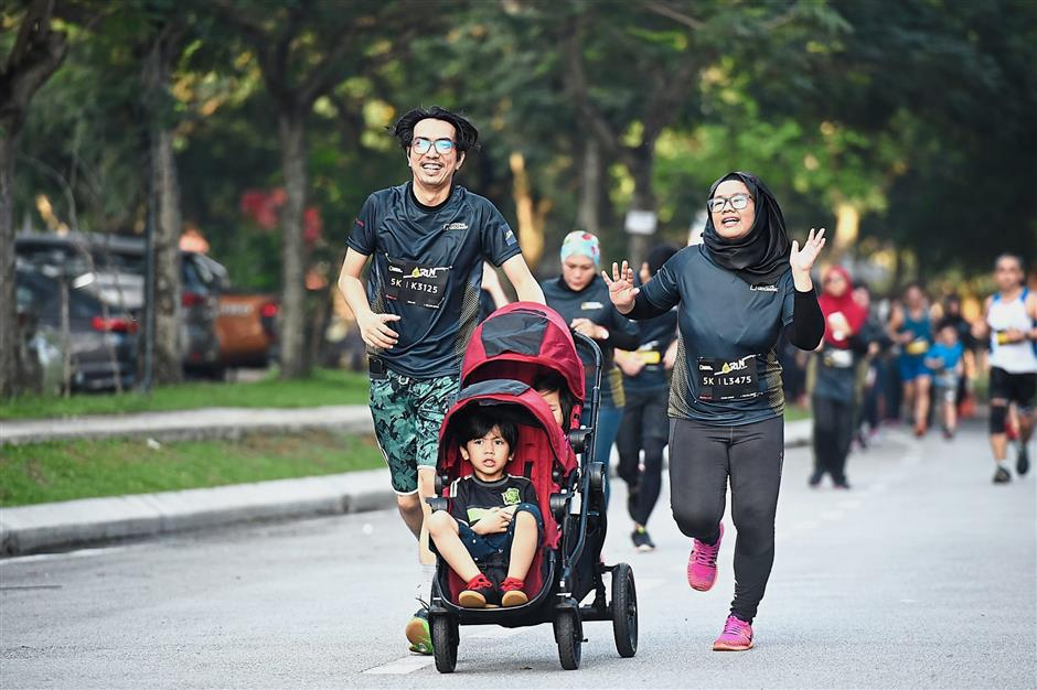 A diverse group of participants, both young and old, joined the NatGeo Run.