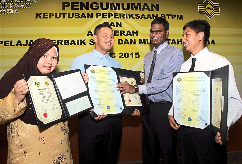 A special moment: (From left) Farah Raihanah Atan, Mohamad Firdaus Ngatiman, P. Kaveinthran and Mohamad Asri Arshad were top scorers in the special needs category.