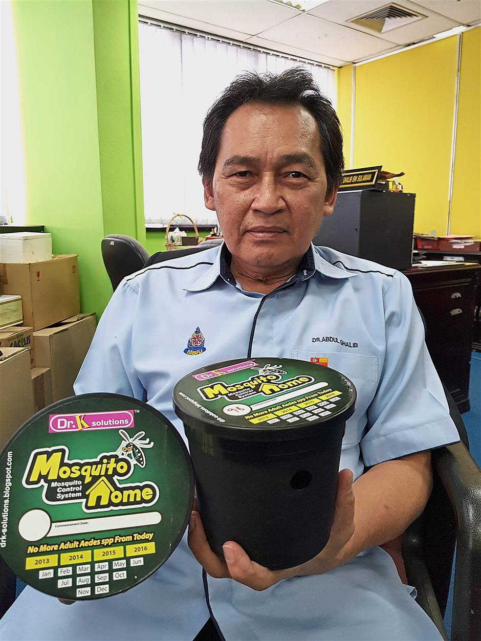 Abdul Ghalib showing the ovitraps that have been placed in Taman Sri Manja.