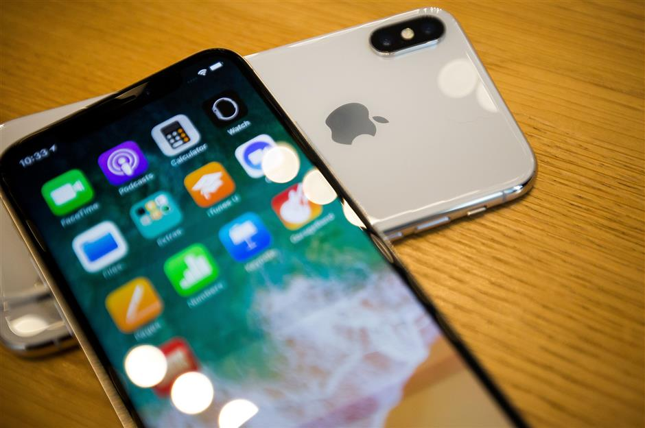Apple Inc. iPhone X smartphones are arranged for a photograph during the sales launch at a store in New York, U.S., on Friday, Nov. 3, 2017. The $1,000 price tag on Apple Inc.\'s new iPhone X didn\'t deter throngs of enthusiasts around the world who waited -- sometimes overnight -- in long lines with no guarantee they would walk out of the store with one of the coveted devices. Photographer: Michael Nagle/Bloomberg