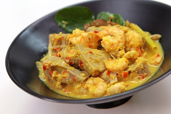 The Jackfruit Prawn Curry is best enjoyed with steamed rice. The ingredients can be prepared ahead and dish cooked just before buka puasa.