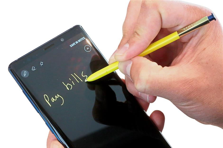 You can write on the screen without having to unlock the phone.