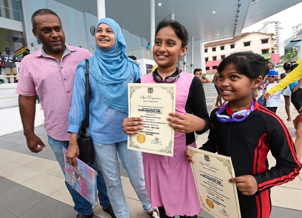 (From right) Nur Dafinah and Nur Dania with their parents Siti Raslina Mohd Ali, 38, and Mohd Najib Ghaney, 42.