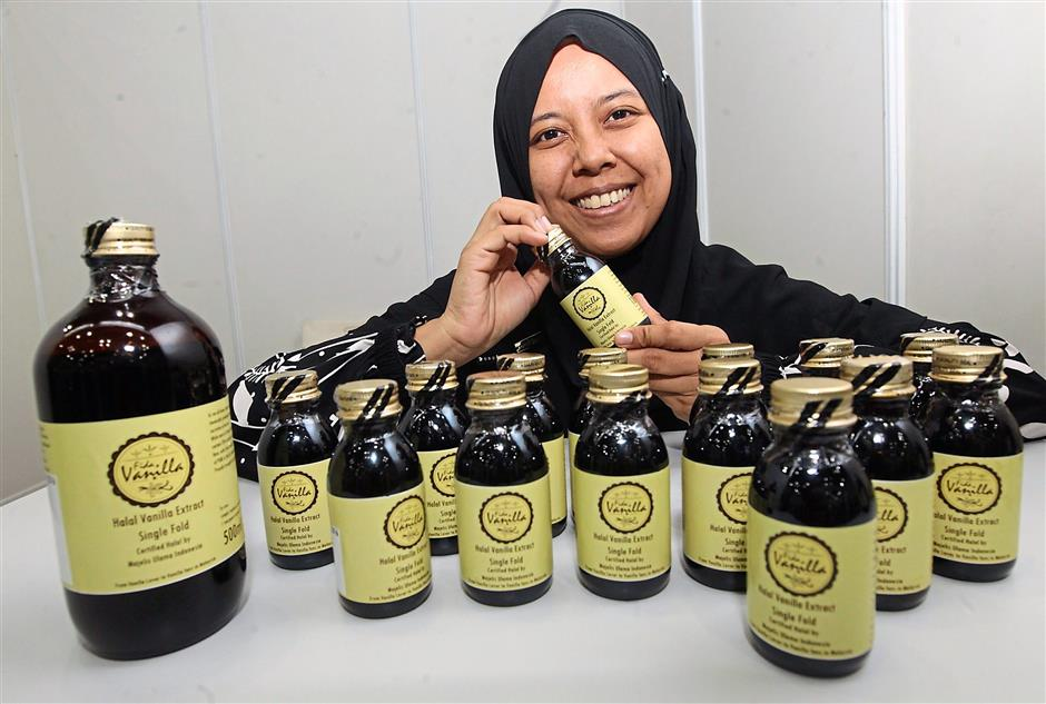 1 Siti Rafidah Sabihim exhibiting her Fida Vanilla extract at the event.2 Wong says Halal Ingredients Asia is an educational event that provides a direct route to a rapidly growing market.3 Matrix Flavours and exhibited in the event.4 Amir of Aladdinstreet.com says the event is a good platform to showcase the latest halal advancements and deliver industry insights and standards.5 Zulkefli Hassan owns Saudagar Cafe, which hit the market four months ago.