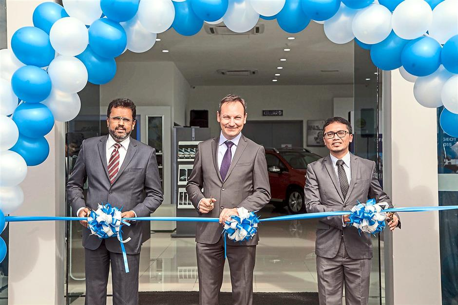 Grand do: Samson (left) at the ribbon-cutting ceremony to launch Peugeot Taiping recently. With him are Automobiles Peugeot Asean Countries area director Vincent Comyn (centre) and Nasim Sdn Bhd National Sales general manager Nazman Yusof.