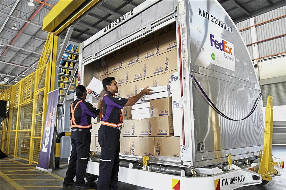 (BRIEF CAPTION): Workers checking the parcels at FedEx unveils first-of-its-king logistics facility in Penang at new cargo complex in Penang International Airport. /Picby:CHAN BOON KAI/The Star/10 January 2019.
