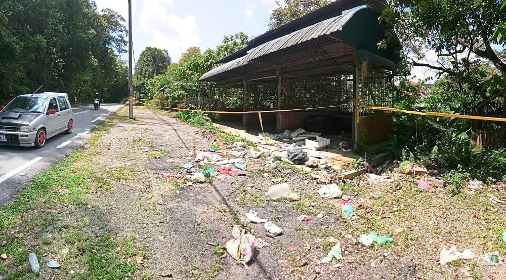 An abandoned kiosk becomes a dumping ground along a road in Kampung Sungai Merab Hulu.