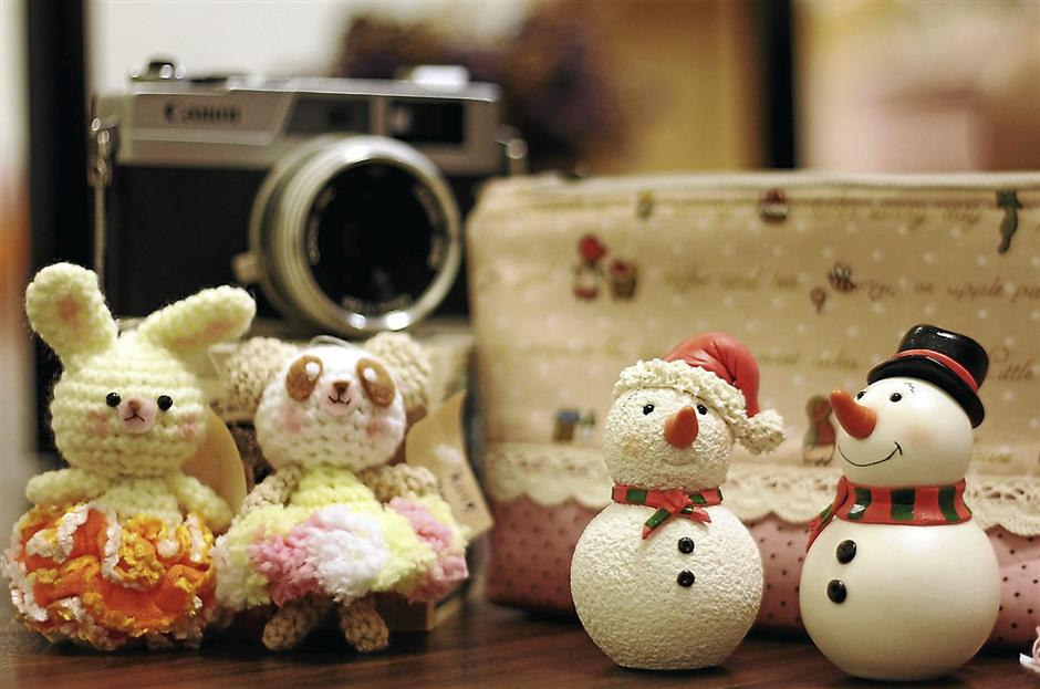 Handicrafts like the crochet animals (left) and snowmen made from dough are considered as zakka as they are made from scratch.