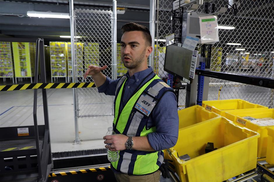 At the Amazon fulfillment center in Monee, Ill, general manager Jeff Messenger talks about the robots in use there on Wednesday, March 28, 2018. (Terrence Antonio James/Chicago Tribune/TNS)