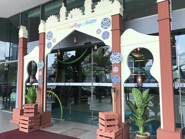 The main entrance to 3 Damansara mall greets visitors with its Hari Raya decorations.