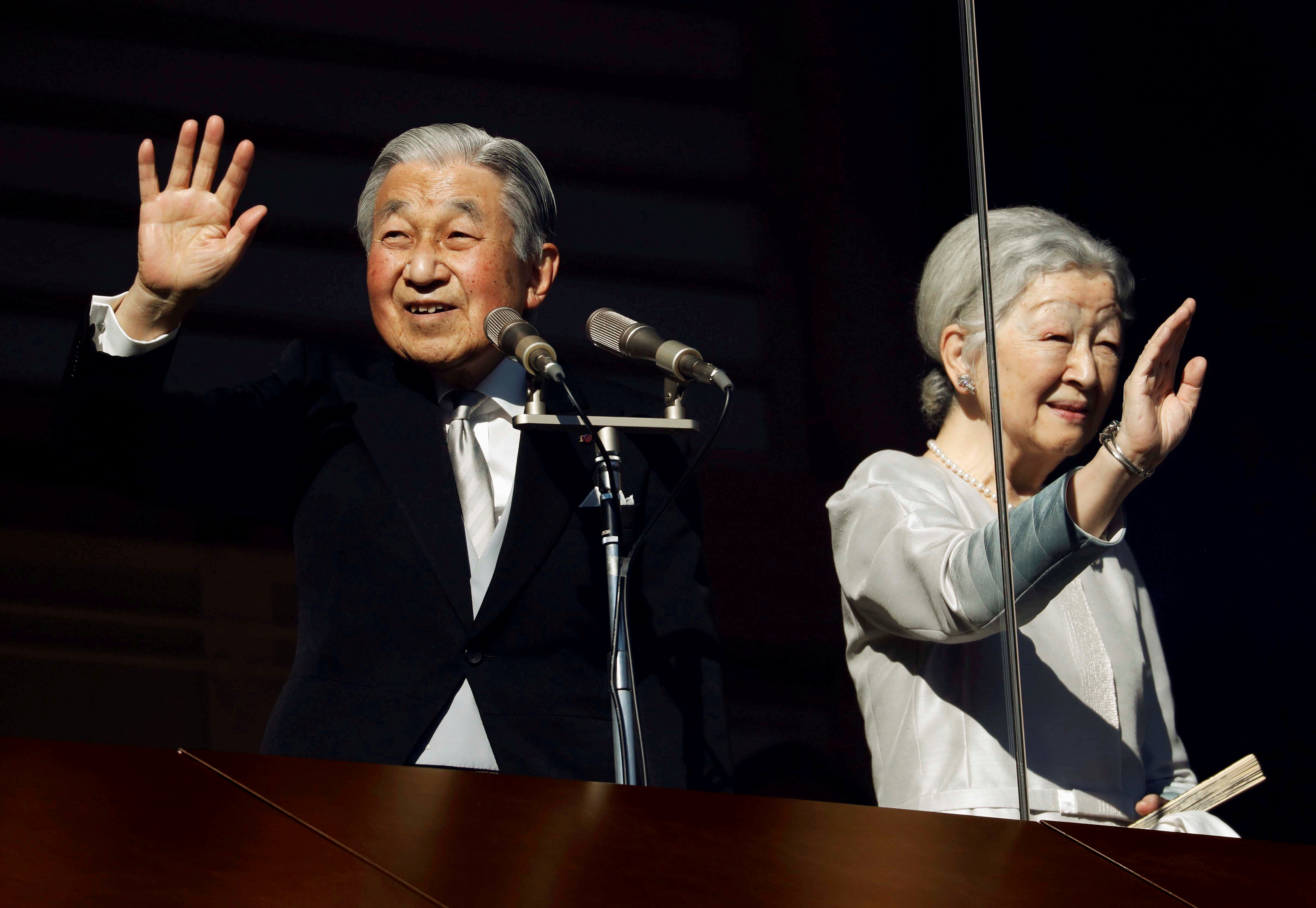 FILE PHOTO: Japan's Emperor Akihito and Empress Michiko wave to well-wishers during a public appearance for New Year celebrations at the Imperial Palace in Tokyo, Japan, January 2, 2019.   REUTERS/Issei Kato