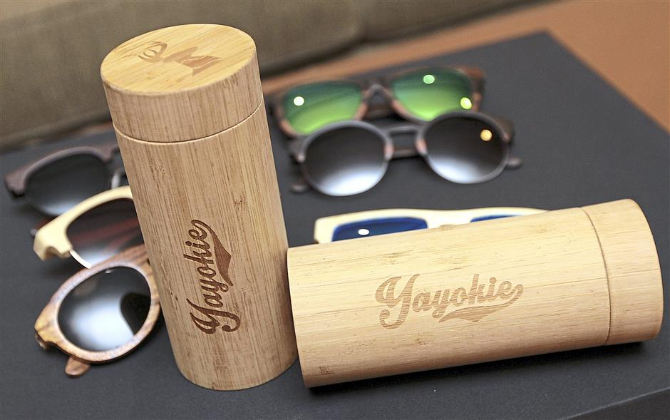 The creatively crafted wooden sunglasses come with unique wooden casings.