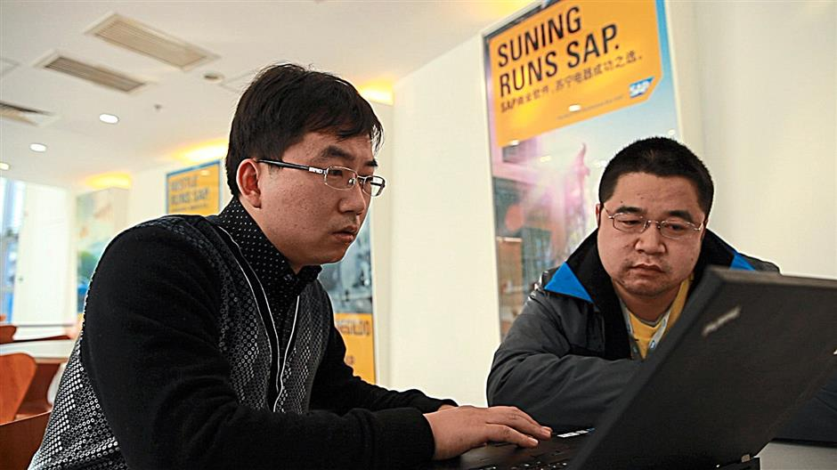 An instructor working with a student on a SAP course. Bringing knowledge to universities is one of the key pillars in the company's corporate social responsibility initiative