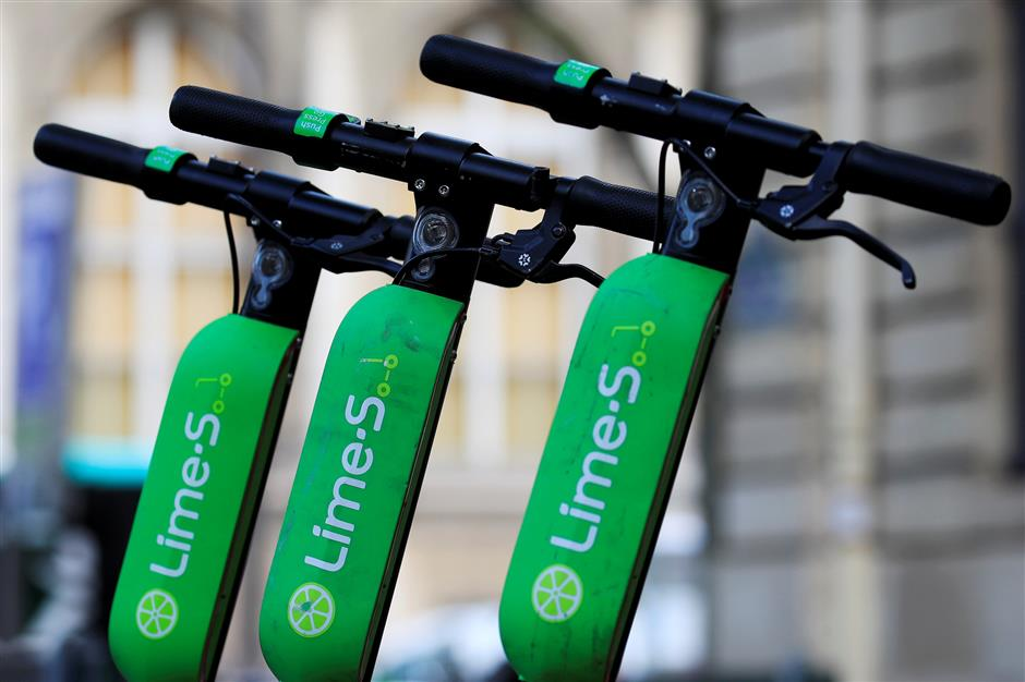 FILE PHOTO: Dock-free electric scooters Lime-S by California-based bicycle sharing service Lime are seen during a presentation of new alternative urban mobility options at Paris city hall, France, July 19, 2018. REUTERS/Gonzalo Fuentes/File Photo