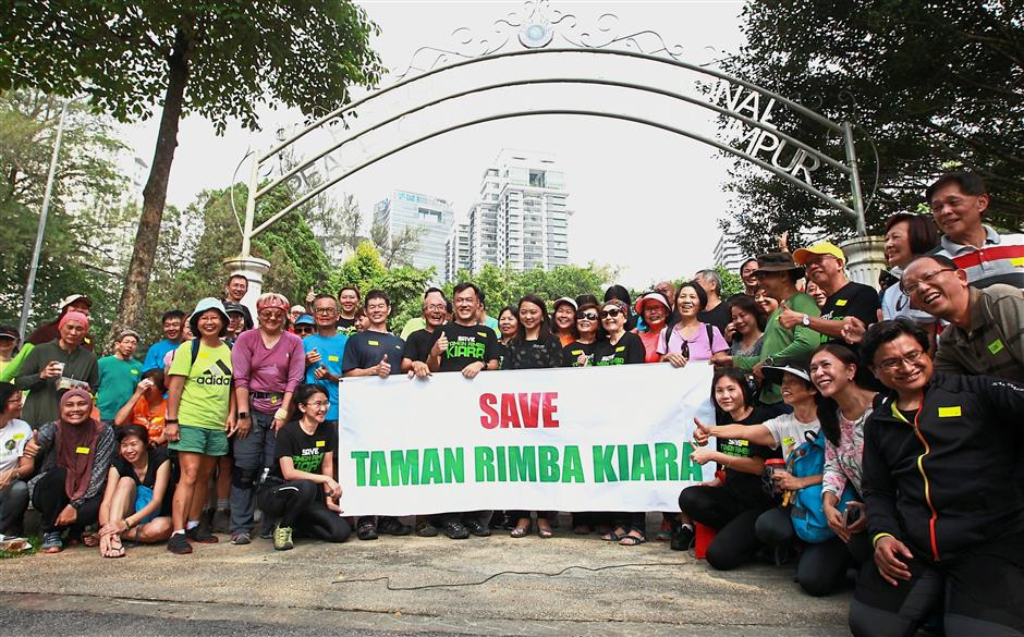 A group of hikers showing their support to preserve Taman Bukit Kiara during a picnic. — filepic