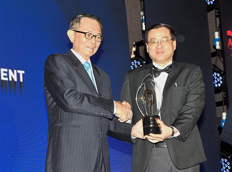 Fu (left) presenting The Best Waterfront Development award to Front Concept Sdn Bhd general manager Ling Ngie Soon during the ceremony.