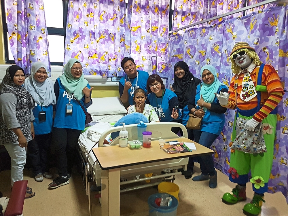 PLUS Community Day volunteers visiting cancer patients at Hospital Kuala Lumpur's paediatric ward.