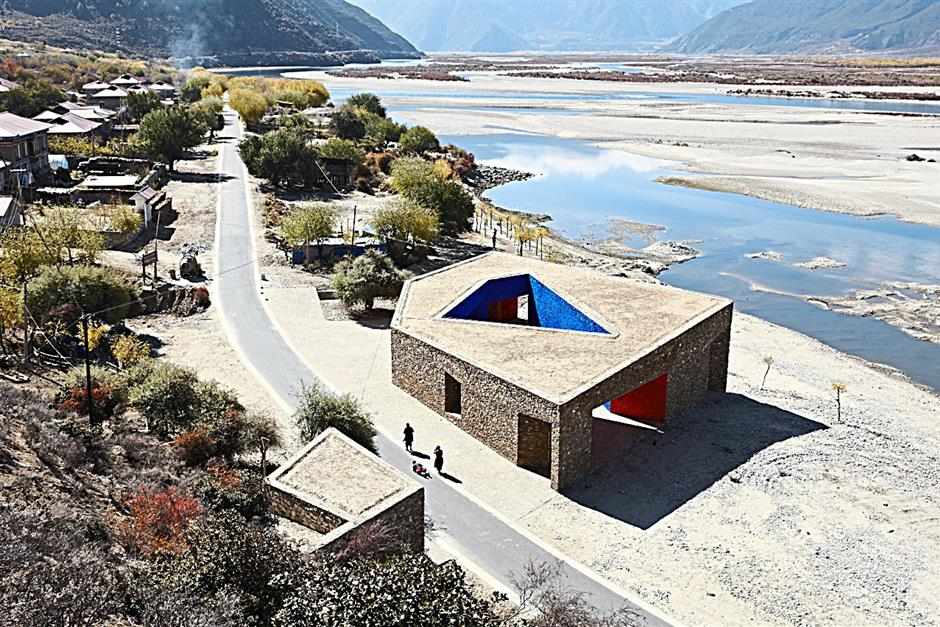The Niyang River Visitor Centre serves as a gateway to Brahmaputra Canyon, reputedly the world's deepest gorge, and one of the main tourist attractions in Tibet. Located next to Niyang River and just outside Daze Village, the Centre houses a ticket office, changing room for river rafters and toilet facilities. - CHEN SU