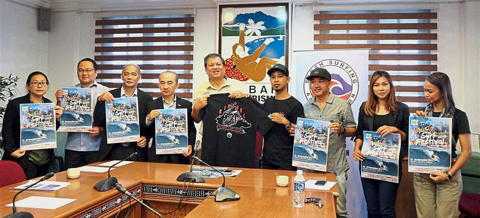 (From left) STB Research and Support Services deputy general manager Noredah Othman, Sri Pelancongan Sabah general manager Zachary Mobijohn, STB Finance and Corporate Services deputy general manager Kevin Chin, STB general manager Gordon Yapp, Joniston, Rip Curl Malaysia area manager Yunus Yaakob, Sabah Surfing Association president Ivan Nicholas, Sabah Surfing Association treasurer Shafina Adly and festival emcee Amy Dangin.