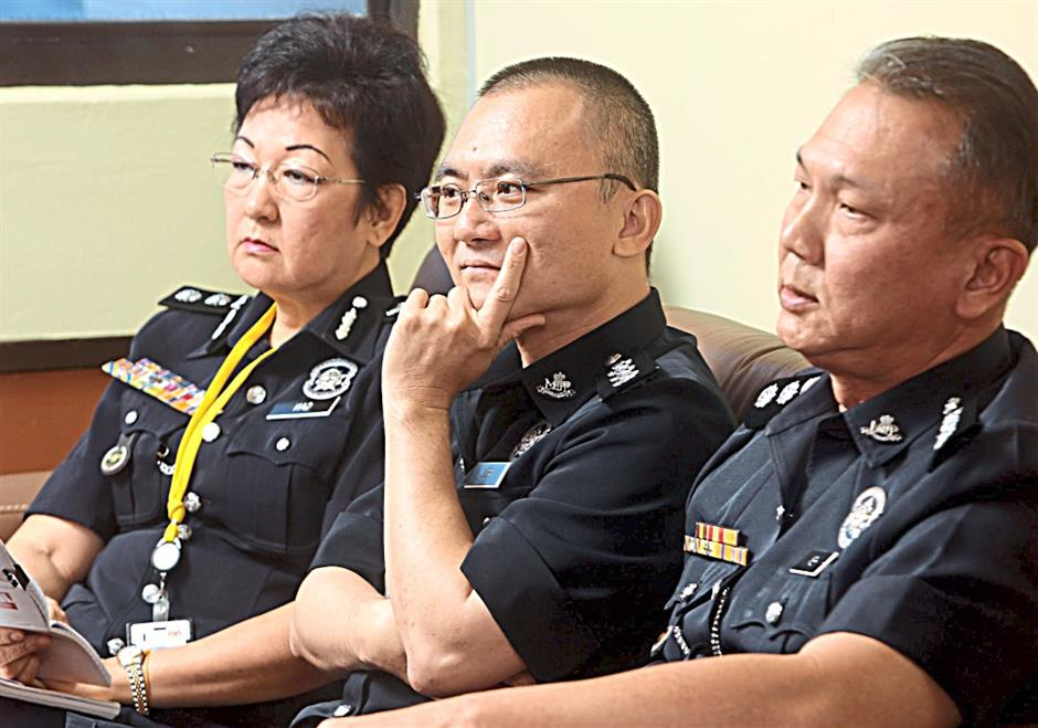 CHINESE IN THE FORCE... Bukit Aman special branch admin sub-section head ACP Gan Choon Hong, 58, Police Undergraduate Voluntary Corps (Suksis) coordinator ASP Foo Chek Seng, 46, and Bukit Aman special branch admin sub-section head ASP Hew Kim Choy, 56, (right to left)